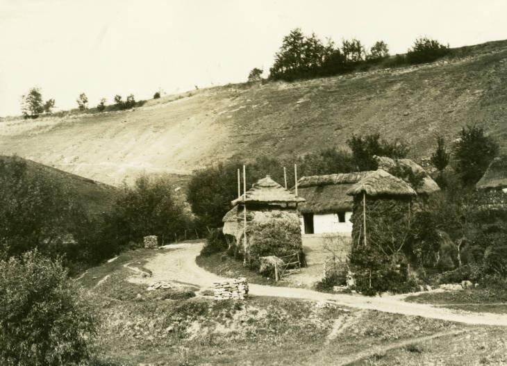6.8 miles northeast of Horodenka. Settlement in ravine. September 23, 1934
