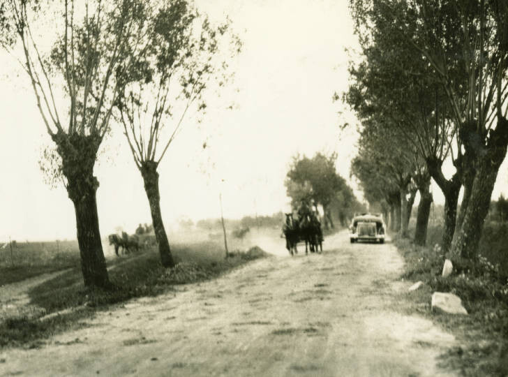 En route Dubno to Kowel. Two track highway with wagons on left and motors on right. Hard surface part of road was full of ruts. September 28, 1934