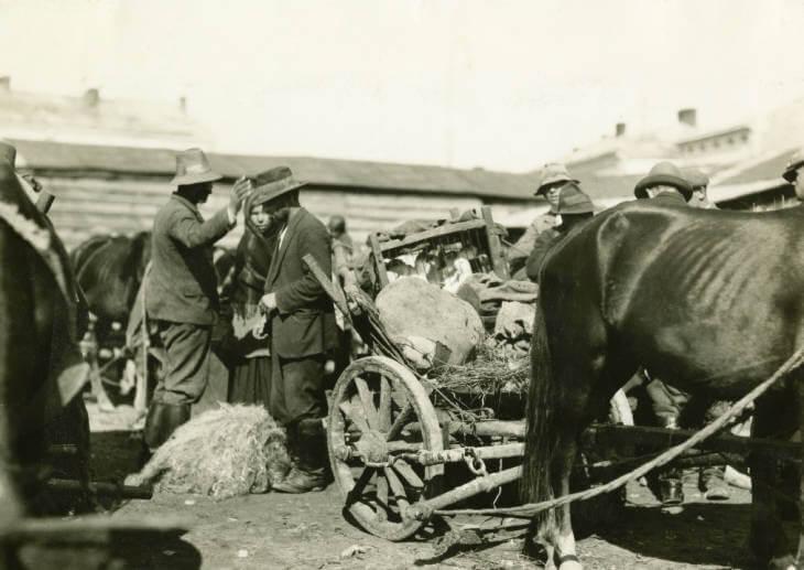 Cart or wagon at Zolochiv market in 1934 Ukraine