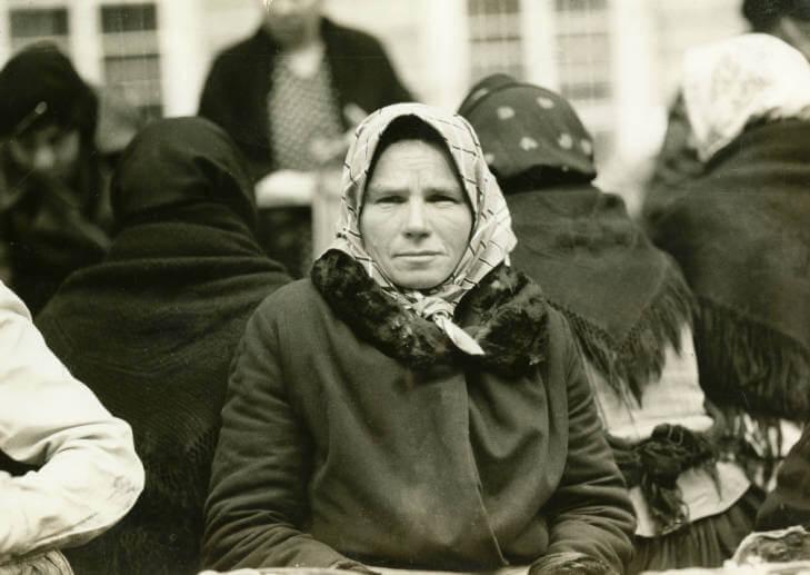 woman at Lviv market in 1934 Ukraine