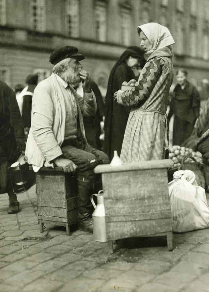 man having a sample at Lviv market in 1934 Ukraine