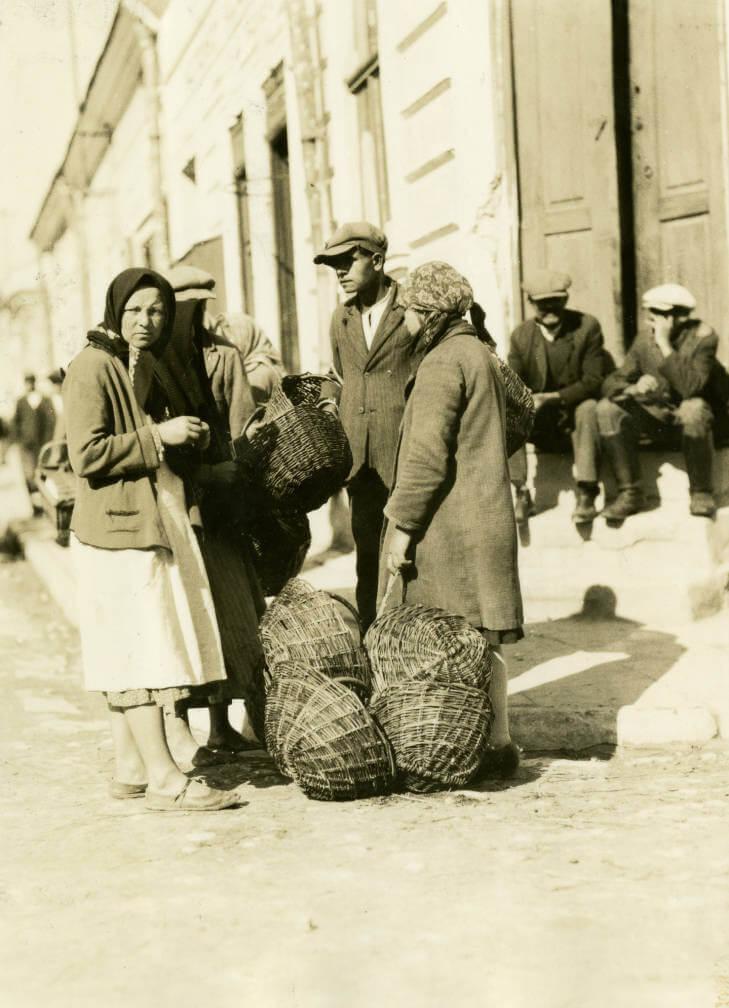 willow baskets at Zolochiv market in 1934 Ukraine
